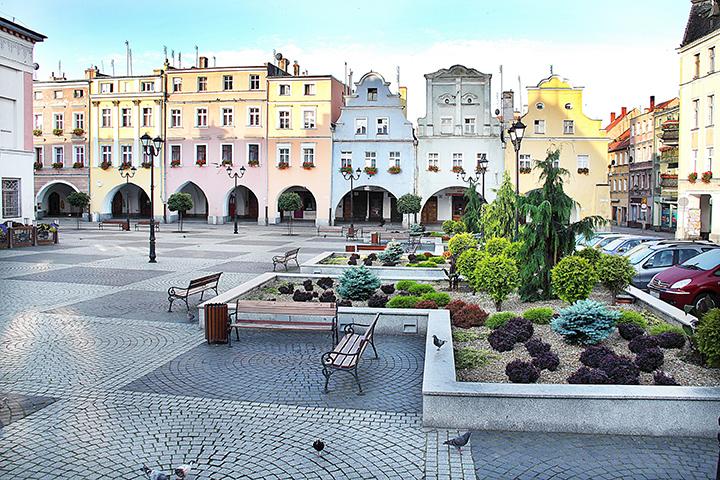 [e-legnickie.pl]: Gmina dofinansuje remont kamienic w Rynku